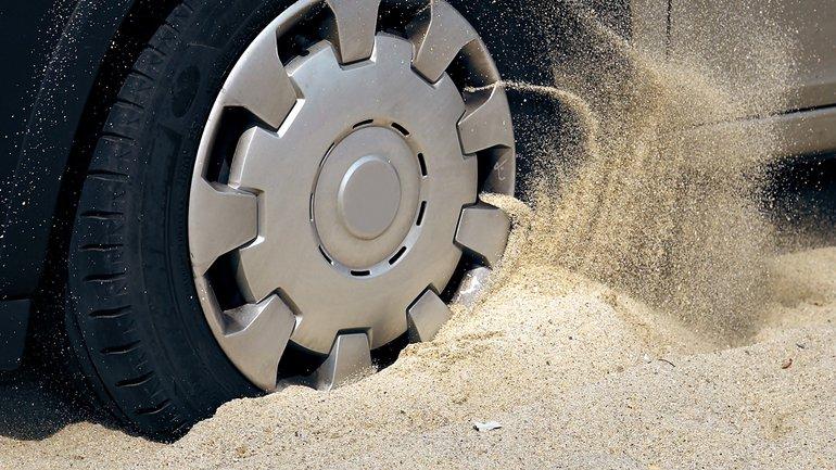 Sand Auto zäh Verhandlung Unterbrechung feststecken festsitzen
