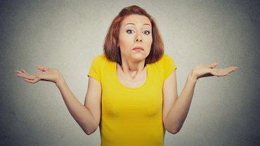 Junge Frau Unverständnis ratlos irritiert Missverständnis