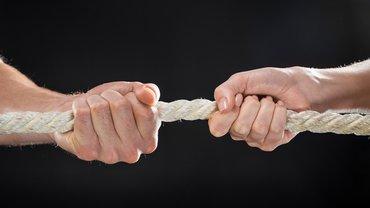 Tauziehen Kraftakt Verhandlungen gemeinsam stark zäh